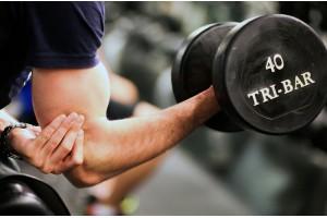 30 аргументов в пользу тренировок с гантелями и штангой